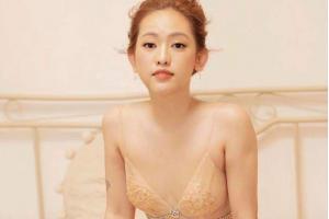 Những người đẹp lựa chọn phẫu thuật tháo túi độn ngực quay về màn hình phẳng