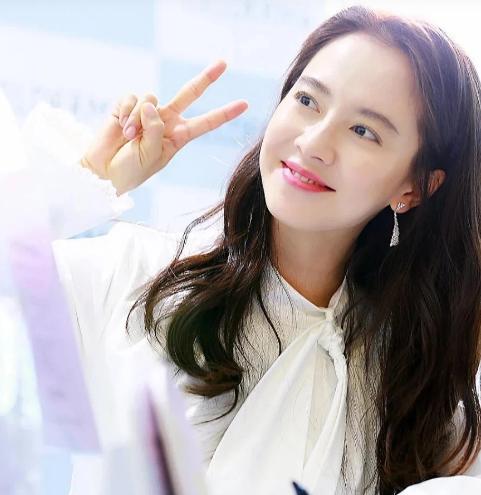 Song Ji Hyo đã 39 tuổi nhưng vẫn giữ được làn da đẹp không tỳ vết là nhờ 5 bí quyết này